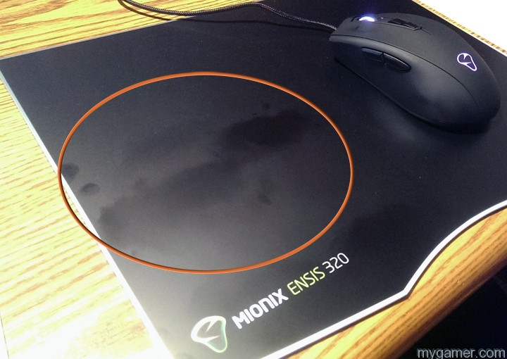 sweaty hands beware of the dreaded grease spots Mionix Ensis 320 Mousepad Review Mionix Ensis 320 Mousepad Review Ensis 320 fingerprints